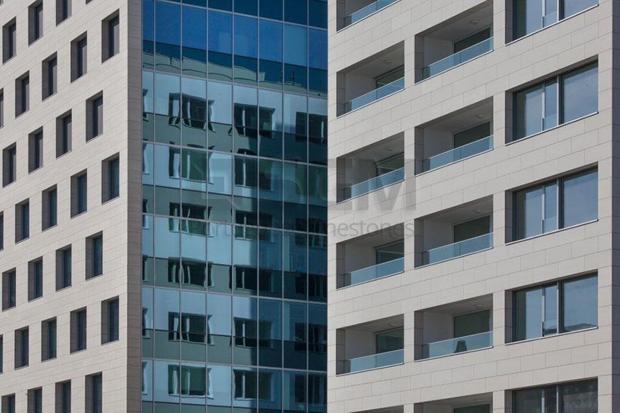 Kievitplein Antwerp – Moca Creme limestone